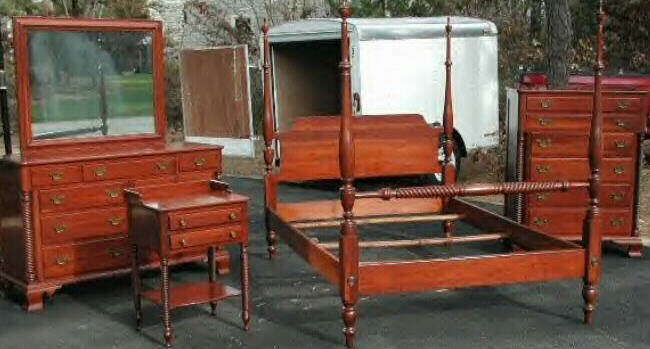 This Is A Willett Bedroom Set For Sale On E Bay January, 2002. The Set Is  Similar To Others Illustrated Here, Tho The Footboard On The Bed Is  Slightly ...